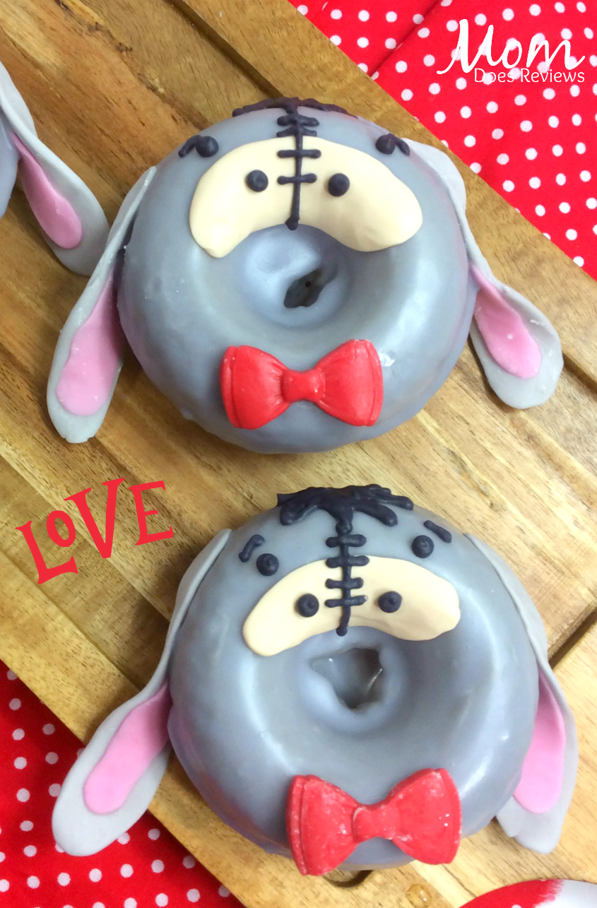 Eeyore Donuts #winniethepooh #desserts #funfood #eeyore