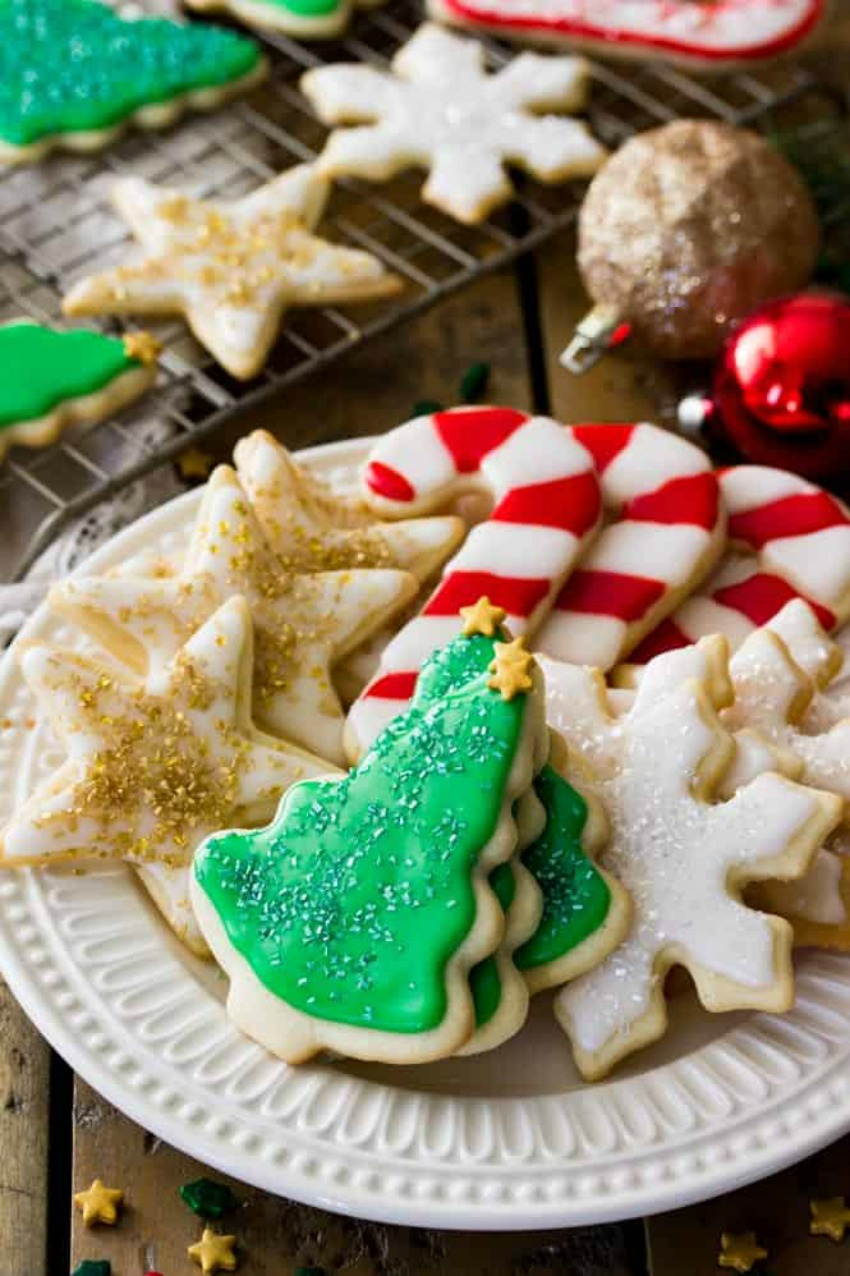 Easy Sugar Cookie Recipe (With Frosting!)
