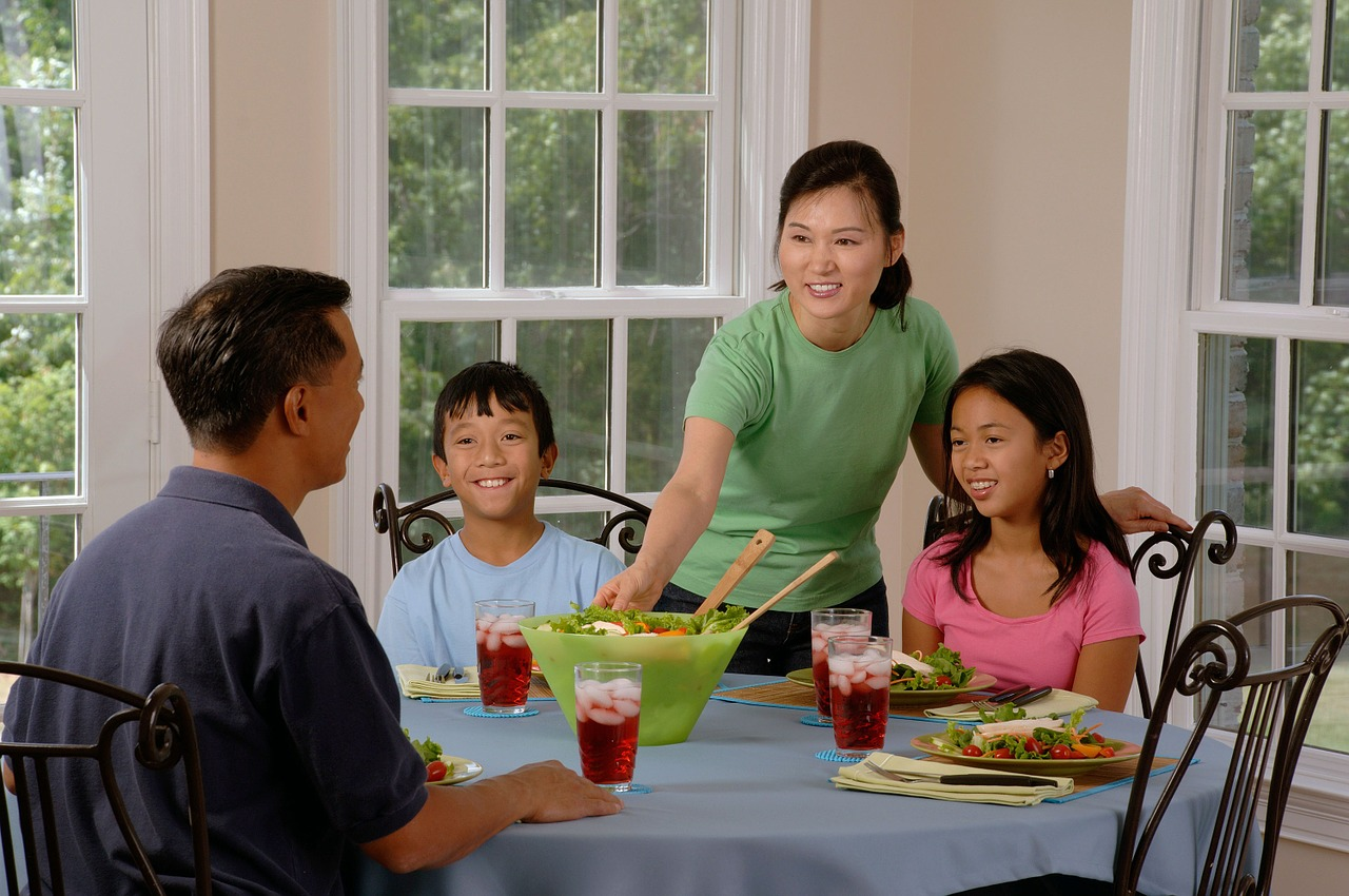 Family Meal Time: 4 Healthy Options for Growing Teenagers