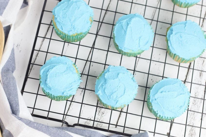 Get Ready for Summer with Beach Cupcakes!