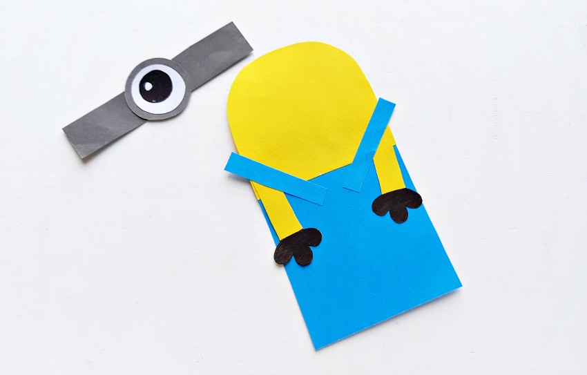 DIY Minion Hug Bookmarks process 4